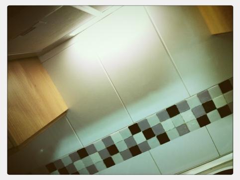 Diy cenefas adhesivas o como redecorar tu cocina - Cenefas adhesivas cocina ...