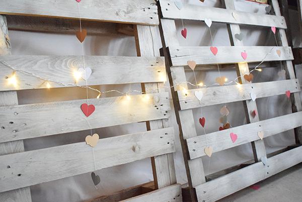 Como decorar tu boda con poco presupuesto y detalles diy - Estructuras con palets ...